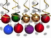 Mehrfarbige Weihnachtskugeln mit Schneeflocken Lizenzfreie Stockfotos