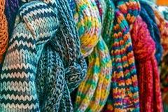 Mehrfarbige Wollehalsbekleidung Stockfoto