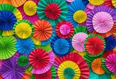 Mehrfarbige Zusammenfassung der Papierfalte für Hintergrund Lizenzfreie Stockfotos