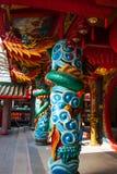 Mehrfarbiger Drache auf dem Pfosten Chinesischer Tempel Tua Pek Kong Miri-Stadt, Borneo, Sarawak, Malaysia Lizenzfreie Stockfotos