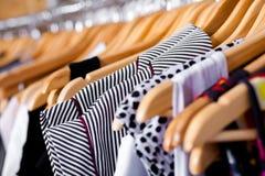 Mehrfarbiger Garderobenschaukasten, Nahaufnahme Lizenzfreie Stockbilder