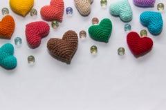 Mehrfarbiger gestrickter Valentinsgruß Lizenzfreies Stockbild