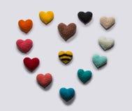 Mehrfarbiger gestrickter Valentinsgruß Lizenzfreie Stockfotografie