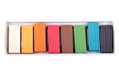 Mehrfarbiger Plasticine im Kasten auf lokalisiertem Hintergrund Lizenzfreies Stockbild