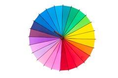 Mehrfarbiger Regenschirm lokalisiert auf Weiß lizenzfreies stockbild