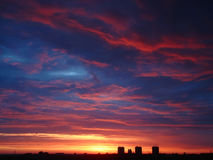 Mehrfarbiger Sonnenaufgang des frühen Morgens Lizenzfreie Stockbilder