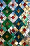 Mehrfarbiger Spiegelhintergrund des Mosaiks Thail?ndische Dekoration stockfotografie