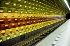 Mehrfarbiger Untergrundbahn-Tunnel Lizenzfreies Stockbild