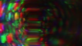 Mehrfarbiges Licht, Pixelgeräusche, altes Schirmkonzept Überlagerte, helle Lecks stock footage