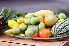 Mehrlagenplatte des Gemüses lizenzfreie stockbilder