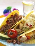 Mehrlagenplatte von Tacos Stockfotos