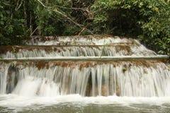 Mehrschichtiger Wasserfall Stockbilder