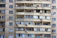 Mehrstöckiges Haus Windows Lizenzfreie Stockbilder