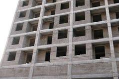 Mehrstöckiges Wohngebäude im Bau Stockfotos
