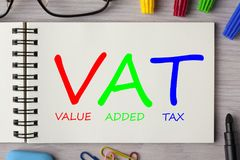 Mehrwertsteuer geschrieben auf Notizbuch stock abbildung
