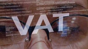 Mehrwertsteuer-Text auf weiblichem Softwareentwickler stock video