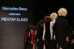 Mehtap Elaidi Catwalk in Mercedes-Benz Fashion Week Istanbul Stockfotografie