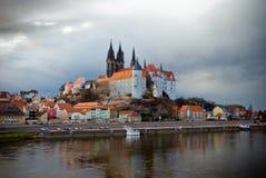 Meißen-Stadt in Sachsen Stadt auf dem Fluss elba Reflexion im Wasser Kathedrale stockbild