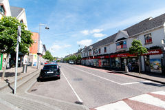 27 mei, 2017, Ballincollig, Co-Cork, Ierland - overzie van Hoofdstraat royalty-vrije stock foto