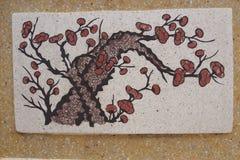 Mei blommamålarfärg på den vita tjock skiva royaltyfri foto