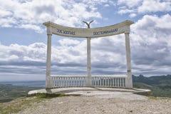 19,2016 mei: Boog op onderstel Cokluk in Koktebel, de Krim Royalty-vrije Stock Afbeeldingen