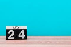 24 mei Dag 24 van maand, kalender op turkooise achtergrond De lentetijd, lege ruimte voor tekst Royalty-vrije Stock Foto