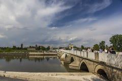 1 mei, 2015 in Edirne, Turkije, Grote steenbrug Stock Fotografie