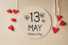 13 Mei-het bericht van de Moedersdag met kleine harten Stock Foto's