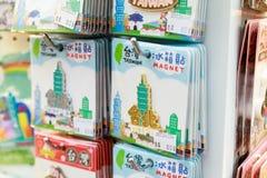 24 mei, leuke magnetsouvenirs van Taiwan van 2017 op verkoop in Ximending Royalty-vrije Stock Foto