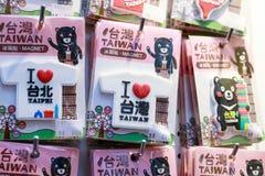 24 mei, leuke magnetsouvenirs van Taiwan van 2017 op verkoop in Ximending Stock Foto