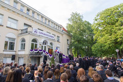 13,2015 mei: Sofia, Bulgarije - Graduatieceremonie in Amerikaanse Universiteitsmiddelbare school Royalty-vrije Stock Foto's
