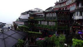 Mei Tea House en la calle vieja de Jiufen en llover el día, Taiwán almacen de metraje de vídeo