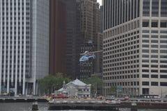 20 mei, 2017, Wall Street-Helihaven, de Stad van Manhattan, New York Een helikopter die de helihaven verlaten Stock Foto's