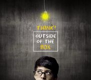 Meia cabeça de pensamento de vidros vestindo de Little Boy do gênio Fotografia de Stock Royalty Free