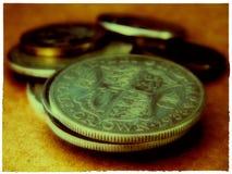 Meia coroa das moedas britânicas velhas imagem de stock royalty free
