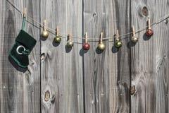 Meia do Natal e cerca de suspensão das bolas Foto de Stock Royalty Free