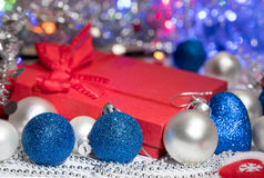 Meia e brinquedos da decoração das bolas do Natal Imagens de Stock