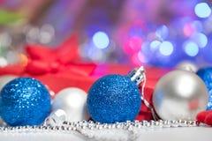 Meia e brinquedos da decoração das bolas do Natal Fotografia de Stock Royalty Free