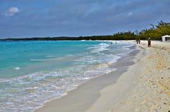 Meia lua Cay Beach, Bahamas foto de stock