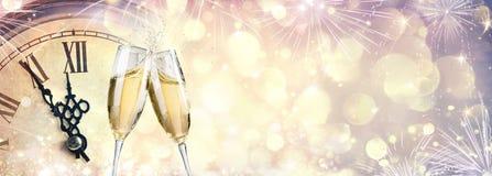 Meia-noite de espera - celebração do ano novo ilustração stock