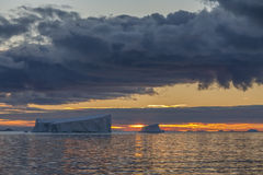 Meia-noite Sun - Drake Passage - Antártica Imagem de Stock