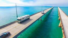 7 Meilen-Brücke Schattenbild des kauernden Geschäftsmannes Florida-Schlüssel, Marathon, USA Stockbild