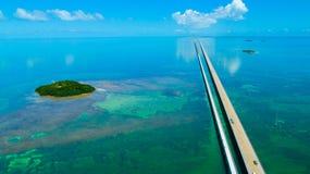 7 Meilen-Brücke Schattenbild des kauernden Geschäftsmannes Florida-Schlüssel, Marathon, USA Stockfotografie