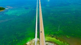 7 Meilen-Brücke Schattenbild des kauernden Geschäftsmannes Florida-Schlüssel, Marathon, USA Stockfotos