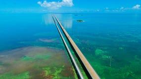 7 Meilen-Brücke Schattenbild des kauernden Geschäftsmannes Florida-Schlüssel, Marathon, USA Stockbilder