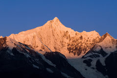 Meili-Schnee-Gebirgssonnenaufgang Stockbilder