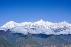Meili snöberg i Yunnan, Kina Royaltyfri Foto