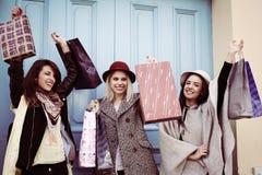 Meilleur ami trois dans les achats Meilleur ami trois satisfait ensuite Image libre de droits