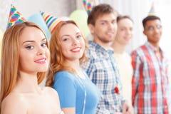 Meilleurs amis à la fête d'anniversaire Images libres de droits