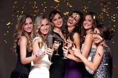Meilleurs amis ayant une partie de nouvelle année Photos libres de droits